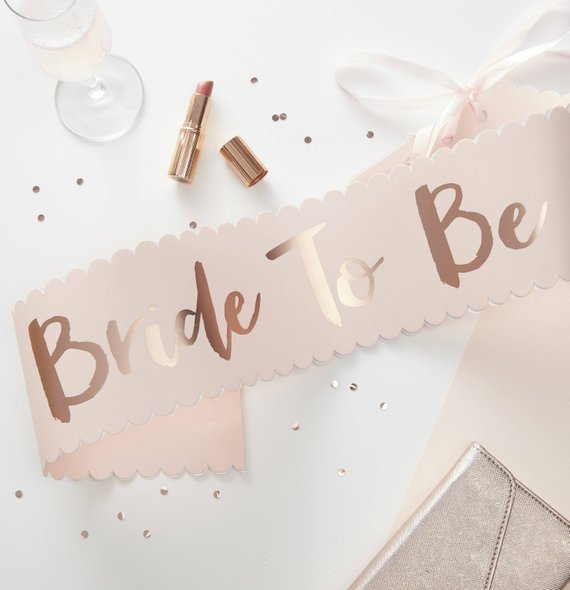 How to throw a bridal shower